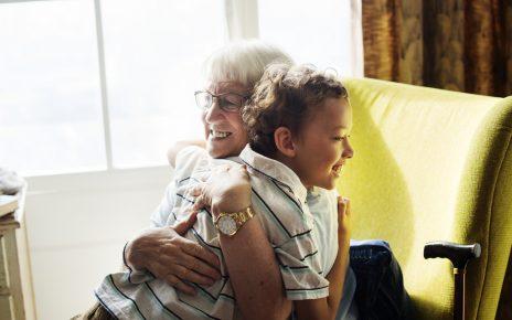 Atasi Gangguan Pendengaran Untuk Meningkatkan Kesehatan Lansia