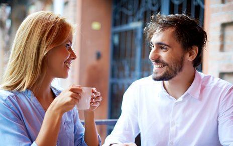 Cara Berbicara dengan Pasangan Tentang Gangguan Pendengaran