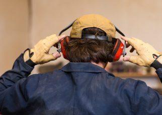 Fakta : Kehilangan Pendengaran Tidak Hanya Disebabkan Oleh Kebisingan