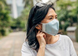 Mengatasi Kesulitan Mendengar Karena Menggunakan Masker dan Menjaga Jarak