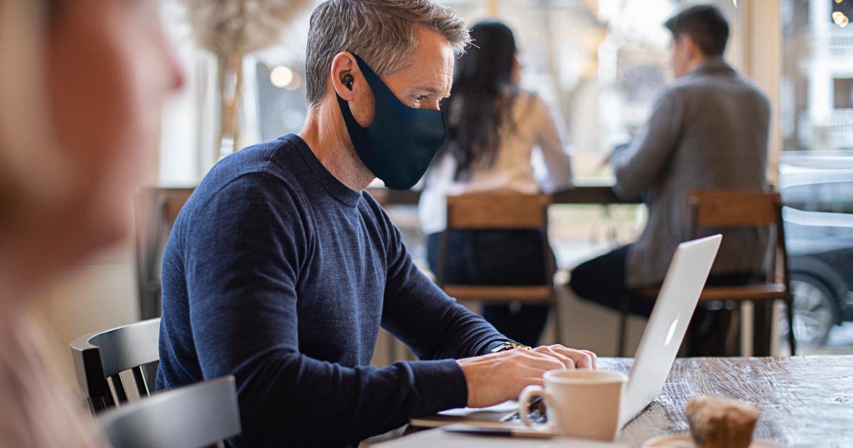 Alat Bantu Dengar Livio Edge AI Memudahkan Mendengar Saat Menggunakan Masker
